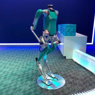sua encomenda chegará em um Ford autônomo (e com um robô como entregador)