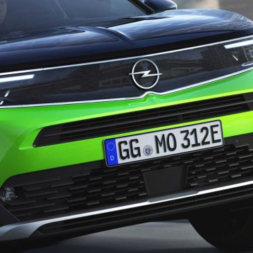 Este é o novo Opel Mokka-e, um SUV elétrico com autonomia de 322 km